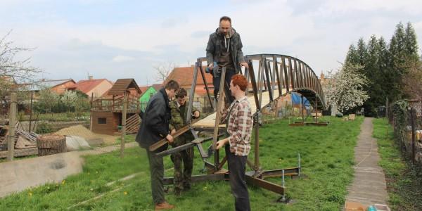 Montáž mostu pro Curraj i Epërm